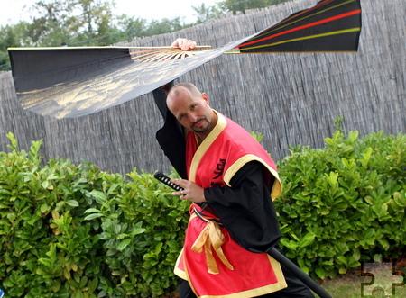 Der erfolgreiche Vorjahres-Teilnehmer Jens Kolb fächerte in einem traditionellen Samurai-Gewand. Foto: Franz Küpper/pp/Agentur ProfiPress