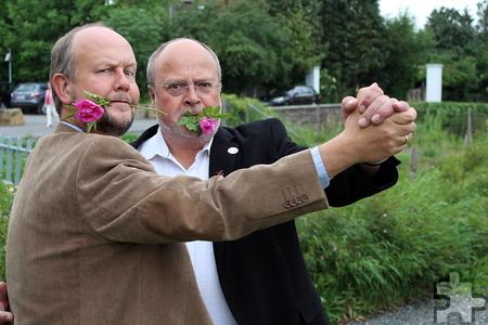 Tun ganz harmlos, sind es aber nicht: Die Eifel-Gängster Ralf Kramp und Manfred Lang (v.l.). Foto: Steffi Lingscheidt/pp/Agentur ProfiPress