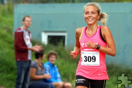 Wieder einmal eine Klasse für sich. Nora Schmitz (Runners Point Team Euskirchen) sicherte sich souverän den Sieg bei den Damen. Foto: Paul Düster/pp/Agentur ProfiPress