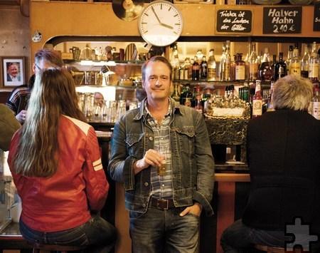 """Bernd Imgrund ging 100 Tage auf Kneipentour für sein Buch """"Kein Bier vor vier"""". Foto: Lutz Voigtländer"""