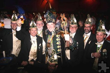 """Der Karnevalsverein """"De Hevers"""" um Prinz Roon I. (Moonen) war sogar aus dem niederländischen Norbeek angereist, um bei """"Jeck sin, lache, Musik mache"""" in Mechernich dabei zu sein. """"So etwas wie hier gibt es in den Niederlanden einfach nicht"""", erzählten sie dem Kölner Stadt-Anzeiger. Foto: Stefan Lieser/pp/Agentur ProfiPress"""