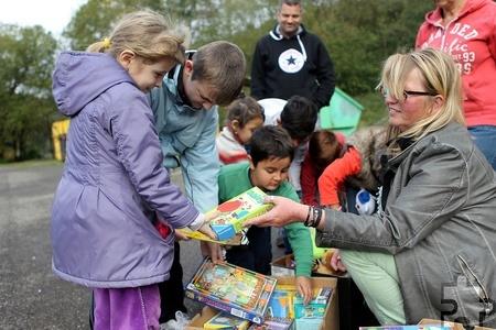 Dankbar nahmen die Kinder die Spenden in Empfang. Foto: Franz Küpper/pp/Agentur ProfiPress