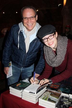 Nach der Lesung signierte Autorin Judith C. Vogt ihre Bücher fürs Publikum. Foto: Beate Weiler-Pranter/pp/Agentur ProfiPress