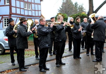 Der Musikverein Glehn musizierte bei der Einweihung des Ehrenmahls. Foto: Paul Düster/pp/Agentur ProfiPress