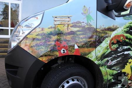 """Den """"Fagabundinus"""" schmücken nun Waldimpressionen mit insgesamt 70 von den Schülern gemalten Einzelmotiven. Im Nationalpark Eifel tummeln sich hier unter anderem Füchse und Elfen. Foto: Kirsten Röder/pp/Agentur ProfiPress"""