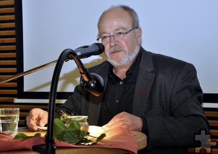 """Eifelautor Manni Lang brachte mit drei Episoden aus seinem Roman  """"Dörpsgeschichten"""" die Zuhörer zum Schmunzeln. Foto: Jochen  Starke/pp/Agentur ProfiPress"""