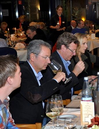 Vor allem beim Weißwein ist eine gute Nase gefragt. Foto: Reiner Züll/pp/Agentur ProfiPress