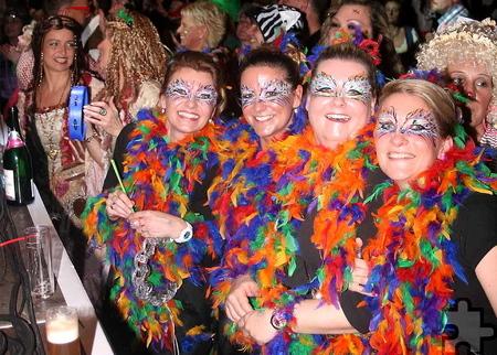 """2000 bunt kostümierte Karnevalsfans feierten an zwei Abenden bei """"Jeck sin, lache, Musik mache"""" in der Mechernicher Dreifachturnhalle. Foto: Stefan Lieser/pp/Agentur ProfiPress"""