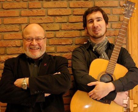 Der Sänger und Musiker Johannes Mager (r.) und der Mundart-Artist Manni Lang treten am Freitag gemeinsam in Scheven in Aktion. Foto: Alice Gempfer/pp/Agentur ProfiPress