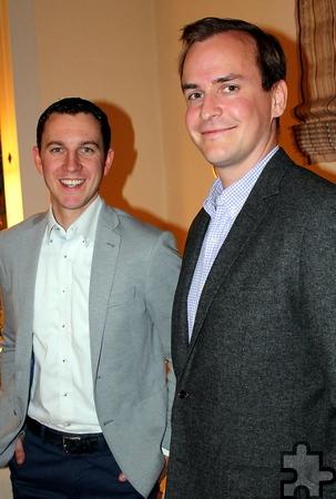 Hatten ihren Spaß beim WeinQuiz, das sie ausgetüftelt hatten: die Weinexperten Marc (links) und Konstantin Baum, die weder verwandt noch verschwägert sind, aber zusammen Internationale Weinwirtschaft studiert haben. Foto: Reiner Züll/pp/Agentur ProfiPress