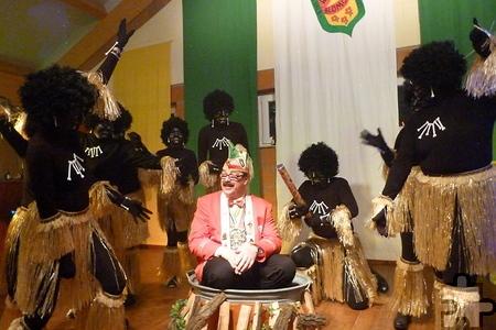 """Die Weyerer Gruppe """"Mama Afrika"""", bestehend aus Müttern der Tanz-garden-Kinder, nahm in der Vergangenheit schon Sitzungspräsident Robert Schneider gefangen. Auch in dieser Session kann man gespannt sein auf das Motto der originellen Gruppe. Bild: Privat/pp/Agentur ProfiPress"""