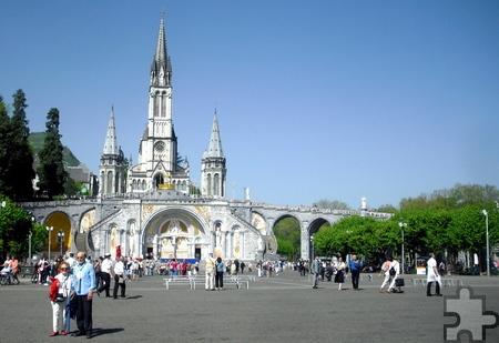 Die achttägige Pilgerreise mit den Mechernicher Schäfer Reisen nach Lourdes beinhaltet neben Fahrt und Unterkunft auch die Besuche von Heiligen Messen, Prozessionen und Konzerten in dem Pilgerort. Foto: Johannes Klinkhammer/pp/ProfiPress