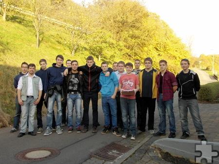 Die Junggesellen aus Kallmuth zogen zum Allerheiligen-Brabbeln durch das Dorf und sammelten bei den Bewohnern Geldspenden für den guten Zweck. Foto: Privat/pp/Agentur ProfiPress
