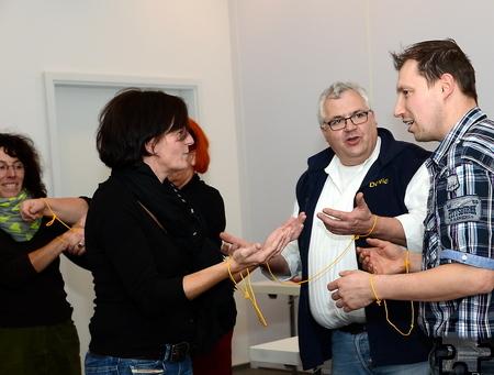 Mit viel Spaß und Aktionen lernten die Teilnehmer des Seminars zum Qualitätsmanagement, wie sie durch die persönliche Zuwendung zu ihren Kunden einen Mehrwert schaffen können. Foto: Manfred  Lang/pp/Agentur ProfiPress