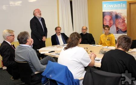 In der kleinen Feierstunde stellte der Präsident Hajo Heinen auch die Arbeit des Kiwanis Hilfsfonds Nordeifel vor. Die Spendenempfänger gaben einen Einblick in ihre Arbeit. Foto: Alice Gempfer/pp/Agentur ProfiPress