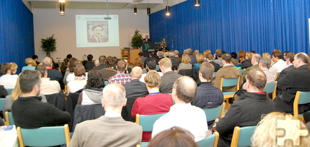 Rund 100 Kollegen, Freunde und Weggefährten feierten mit Dr. Peter Wirtz das 20-jährige Bestehen der Kardiologie im Kreiskrankenhaus Mechernich. Foto: Die Fischer/pp/ProfiPress