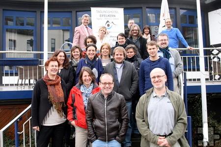 22 Mitarbeiter der Eupener Bildungseinrichtung ZAWM kamen jetzt zu einer zweitägigen internen Fortbildung ins Tagungshotel Eifelkern in Schleiden. Foto: Stefan Lieser/pp/Agentur ProfiPress