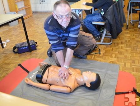 Die richtige Ausführung der Herz-Lungenmassage zur Wiederbelebung ist ein wichtiger Bestandteil der Ausbildung. Foto: Privat/pp/Agentur ProfiPress
