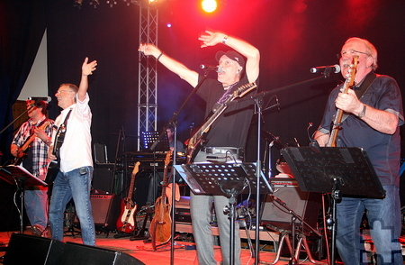 """Die Kölner Band """"June 79"""" machte mit Rock- und Popklassikern der 1970er und 1980er Jahre den Auftakt in Blankenheim. Foto:  Stefan Lieser/pp/Agentur ProfiPress"""