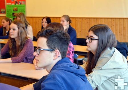 28 Schülerinnen und Schüler aus der Jahrgangsstufe 8 am Steinfelder Hermann-Josef-Kolleg haben mit der freiwilligen Ausbildung zum Schulsanitäter begonnen. Foto: Privat/pp/Agentur ProfiPress
