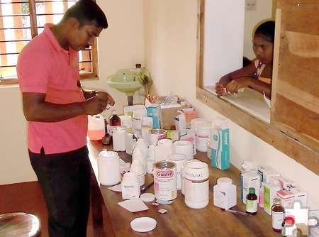 """Die in der Krankenstation untergebrachte """"Apotheke"""" ist eine wichtige Anlaufstelle für die Menschen in Batticaloa. Foto: Privat/pp/Agentur ProfiPress"""