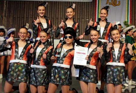 """Groß war die Freude bei den Tänzerinnen der """"großen Garde"""": Bei den Verbandsmeisterschaften am Sonntag, 1. März in Meckenheim belegten die Mädchen den ersten Platz. Foto: Privat/pp/Agentur ProfiPress"""