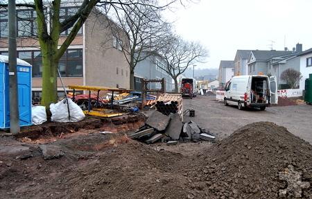 Noch zirka vier bis fünf Wochen dauern die Arbeiten im Bereich der St.-Barbara-Schule, bevor der Ausbau der oberen Emil-Kreuser-Straße beginnt. Foto: Renate Hotse/pp/Agentur ProfiPress