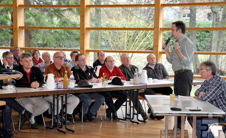 Die Wegepaten des Eifelvereins hatten sich im Nettersheimer Naturschutzzentrum zum Erfahrungsaustausch versammelt. Foto: Reiner Züll/pp/Agentur ProfiPress