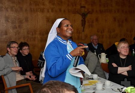 """Wie die tansanische Schwester Mariastella über ihr Waisenhaus """"St. Martin von Porres"""" in Sumbawanga berichtete,  werden dort bis zu 68 Kinder aufgenommen. Außerdem kümmern sich die afrikanischen Schwestern um Straßenkinder, Behinderte und Senioren. Sie erteilen Religionsunterricht, kümmern sich um die Gesundheitsfürsorge und die Aidsvorsorge, übernehmen pastorale Aufgaben und erteilen Müttern Unterricht in Kinderernährung und Hygiene, um die Kindersterblichkeit zu senken. Foto: Manfred Lang/pp/Agentur ProfiPress"""