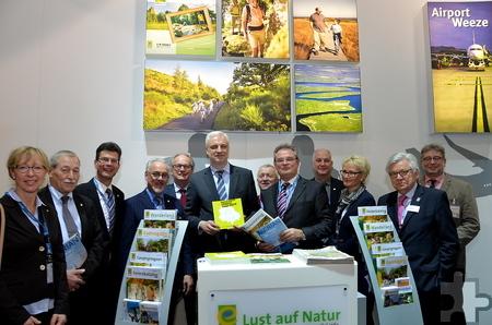 Minister Garrelt Duin (Mitte) besuchte den Eifelstand auf der ITB in Berlin. Foto: Manfred Lang/pp/Agentur ProfiPress