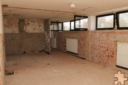 Auf jeder Etage entsteht ein besonders großzügig geschnittenes barrierefreies Zimmer in den Räumen, in denen sich früher die Nasszellen befunden haben. Sie wurden bereits demontiert. Foto: Franz Küpper/pp/Agentur ProfiPress
