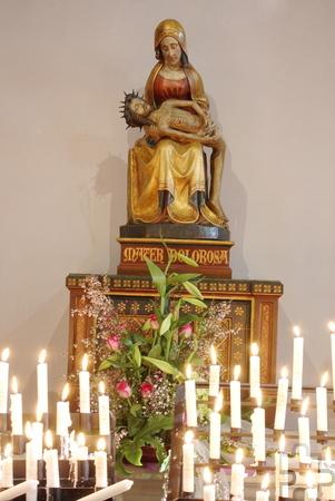 Ziel der Marienwallfahrt: die Piéta der Schmerzensmutter aus dem 15. Jahrhundert. Foto: Steffi Tucholke/pp/ProfiPress