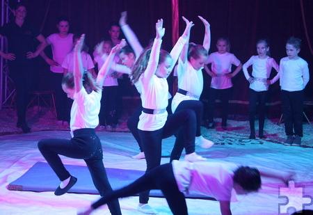 Die Eltern durften bei der großen Galavorstellung staunen, als sie ihre Kinder als Artisten in der Zirkusmanege sahen. Foto: Steffi Tucholke/pp/ProfiPress