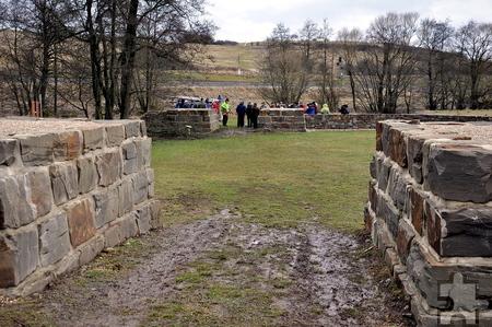 Deutlich ist der Verlauf der Römerstraßentrasse im Archäologischen Landschaftspark markiert. Foto: Reiner Züll/pp/Agentur ProfiPress