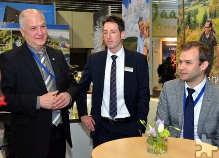 ET-Geschäftsführer Klaus Schäfer mit dem neuen Geschäftsführer der Rheinland-Pfalz-Tourismus, Stefan Zindler (Mitte). Foto: Manfred Lang/pp/Agentur ProfiPress