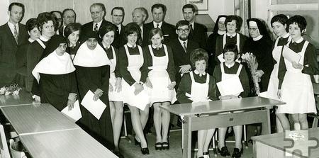 Die Abschlussklasse der Mechernicher Krankenpflegeschule im Jahr 1971 mit den Pionierinnen Stella und Jacinta (links). Foto: Privat/pp/Agentur ProfiPress