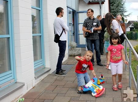 Nach dem Ausklang des Begegnungscafés machten sich alle auf den Heimweg – entweder auf eigene Faust oder sie nutzten den Fahrdienst, den die Caritas bereitgestellt hatte. Foto: Alice Gempfer/pp/Agentur ProfiPress