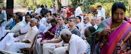 Längst nicht alle Gäste fanden Platz in der Kirche und verfolgten daher die Feierlichkeiten zum Ordensjubiläum im Freien mit, darunter auch einige Besucher aus der Eifel. Foto: Jino Edechelathu/pp/Agentur ProfiPress