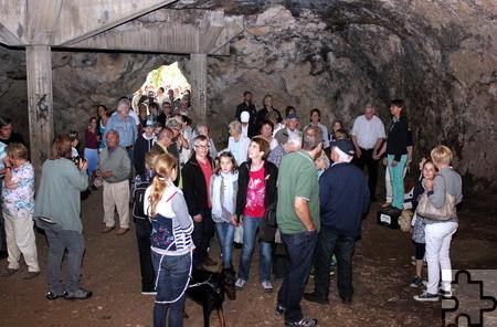 Rund 80 Besucher nahmen an der jüngsten Führung durch die mystische Welt der Kakushöhlen teil, bei der Dr. Anne Katharina Zschocke auch viel Wissen vermittelte. Foto: Alice Gempfer/pp/Agentur ProfiPress
