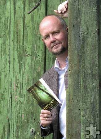 """Der für seine Eifelkrimis bekannte Autor Ralf Kramp liest am Donnerstag, 16. Juli, um 19 Uhr im Café Sherlock aus seinem neuen Roman """"Totholz"""". Foto: Privat/pp/Agentur ProfiPress"""