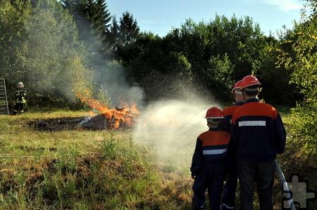 In der Jugendfeuerwehr werden die Kinder und Jugendlichen auf den aktiven Dienst vorbereitet. Foto: Achim Nießen/pp/Agentur ProfiPress