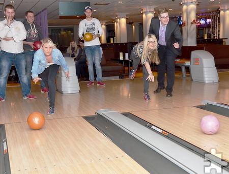 Bowlingspaß in den Ferien: Bis Sonntag, 9. August, zahlt man in der BOWL-Fabrik pro Spiel nur fünf Euro (inklusive Leihschuhe). Foto: Manfred Lang/pp/Agentur ProfiPress