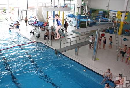 Tagsüber standen verschiedene Aktionen wie der Sprungcontest auf dem Programm. Nachts hatten die Kinder und Jugendlichen das Schwimmbad dann ganz für sich alleine. Foto: Steffi Tucholke/pp/Agentur ProfiPress