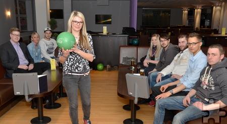 Gemeinsame Aktionen wie Bowling als Firmenevent machen nicht nur Spaß, sondern fördern auch den Teamgeist der Mitarbeiter. Foto: Manfred Lang/pp/Agentur ProfiPress