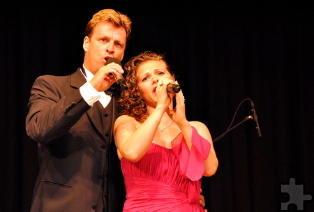 Eine der Konzerthöhepunkte war das Duett von Startenor Johannes Kalpers mit der Sopranistin Maryna Bense. Foto: Renate Hotse/pp/Agentur ProfiPress