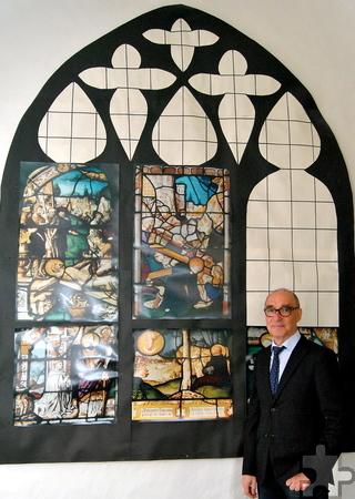 Die Nachbildung eines Kreuzgangfensters in Originalgröße gehört zu einer umfangreichen Dokumentation zur Geschichte der Fenster. Foto: Renate Hotse/pp/Agentur ProfiPress
