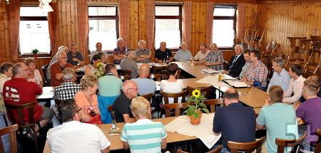 Zahlreiche Kaller waren der Einladung des Ortsvorstehers zu der Informationsveranstaltung gefolgt. Foto: Reiner Züll/pp/Agentur ProfiPress