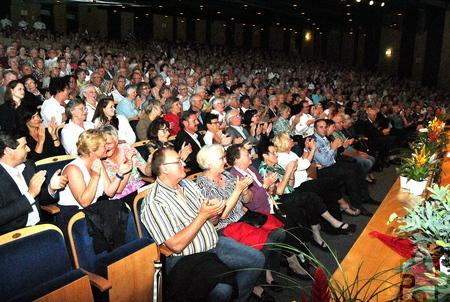 Trotz Urlaubszeit war das Euskirchener Stadttheater bis auf wenige Plätze ausverkauft. Foto: Renate Hotse/pp/Agentur ProfiPress
