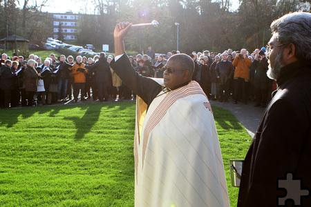 Benediktinerpater Alcuin Nyrienda war Hauptzelebrant in der Dankmes-se zum Ordensgedenktag und übernahm auch die feierliche Einseg-nung der Andachtskapelle. Foto: Paul Düster/pp/Agentur ProfiPress