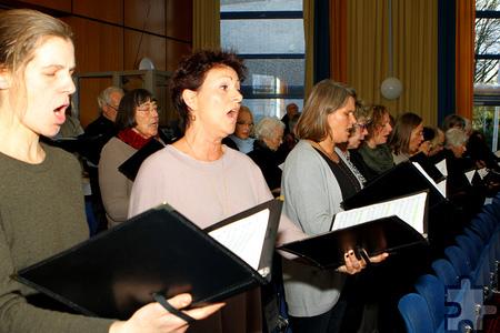 """Die Dankesmesse wurde musikalisch vom Gesangverein """"Eifelklang"""" aus Mutscheid begleitet, zu dem rund 70 Sänger gehören. Foto: Paul Düster/pp/Agentur ProfiPress"""
